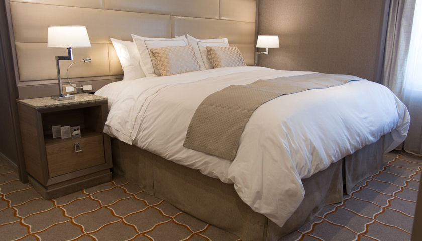 Silver Muse Savoir bed