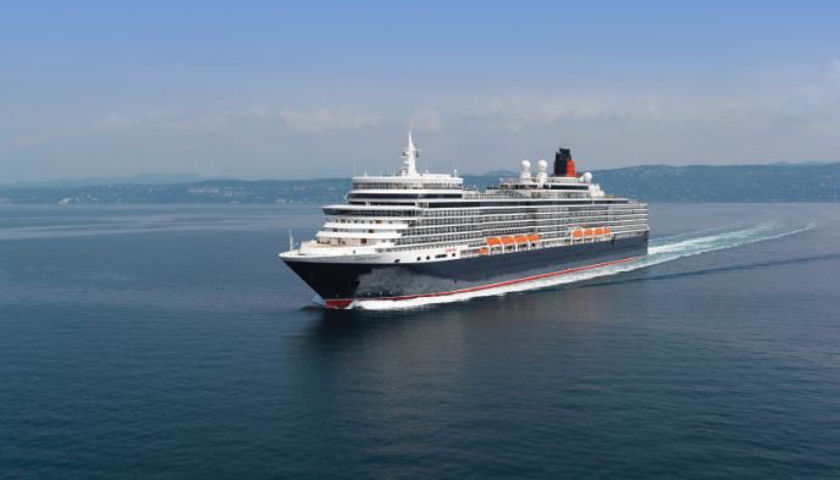 QE2 at sea