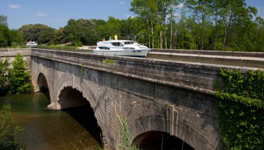 le boat on Canal du Midi